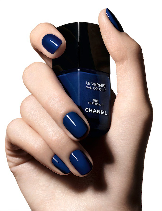 collection-blue-rhythm-de-chanel-nails-e1433080124305